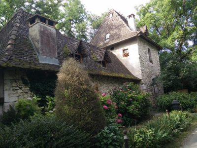 Fausse vieille maison au Bouchage